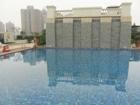 Holiday Inn Shifu Guangzhou: Rooftop pool