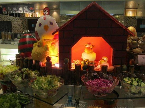 Holiday Inn Shifu Guangzhou: Breakfast decorated for Easter