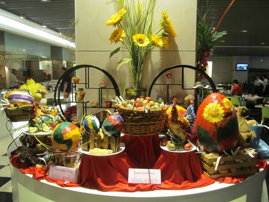 Holiday Inn Shifu Guangzhou: Restaurant decorated for Easter