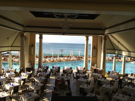 Sandals Regency La Toc Golf Resort and Spa : View when you walk in the lobby