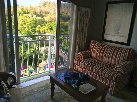 Sandals Regency La Toc Golf Resort and Spa : Sitting area in our room