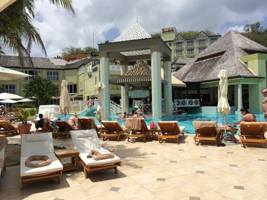 Sandals Regency La Toc : Main Pool