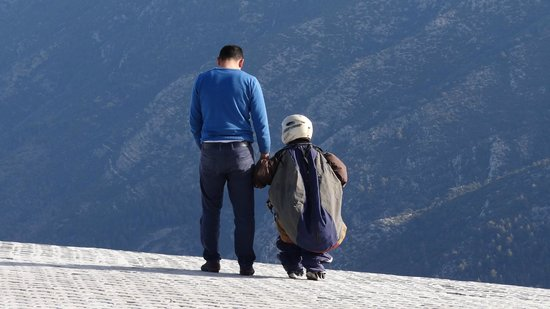 Reaction Paragliding: It was reassuring to see that someone was holding my son's hand throughout the time