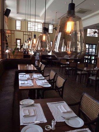 Union Bar and Grill: Interior decoration