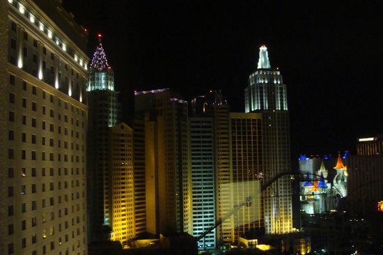 Monte Carlo Resort & Casino: Night View of NY NY