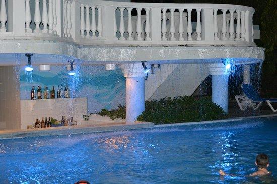 Melia Cayo Guillermo : Pool Bar at Night