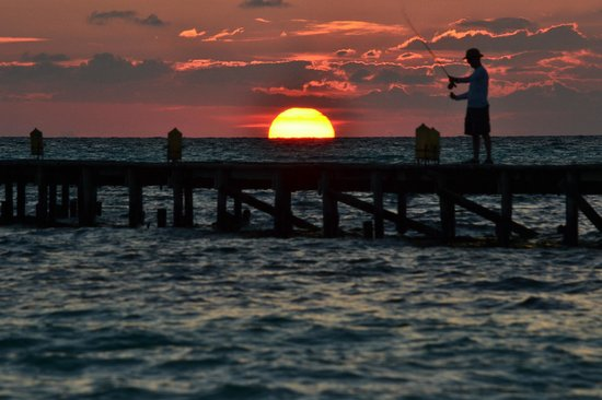 Melia Cayo Guillermo : Sunrise at the Pier