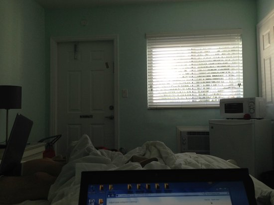 Hollywood Beachside Boutique Suites: No desk in room unless you get a one-bedroom or bigger-- this is how we had to work :-(