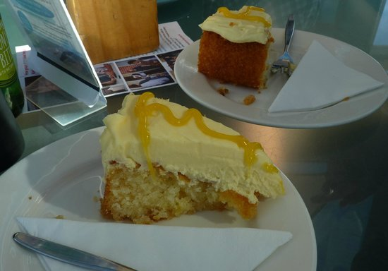 Astro Cafe : Lemon curd cake! Yummo