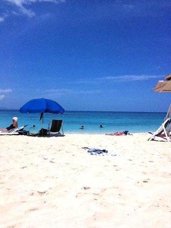 Doctor's Cave Beach: Doctors Cave Beach on the Caribbean Sea