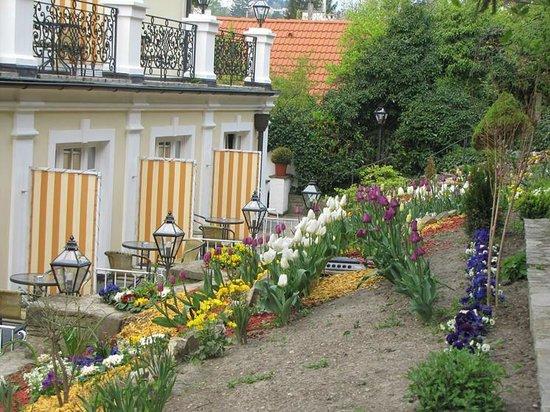 Landhaus Fuhrgasslhuber: The backyard verandas