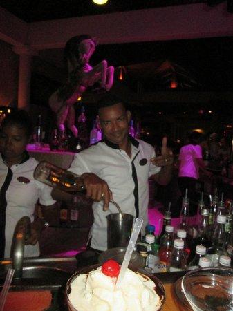 Paradisus Punta Cana Resort: Roberto from Lobby Bar - Awesome!