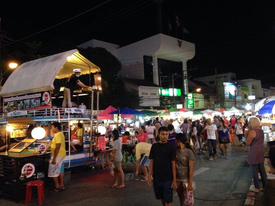 Pavilion Songkhla Hotel: The nearby night market ... Consolation