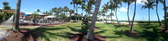 Holiday Inn Sanibel Island: Exactly what we were looking for! This is a panoramic photo of the pool area and beach. Enjoy!