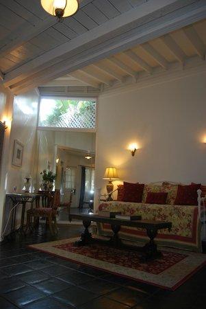 Garden Cottage B & B: living room