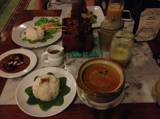 Dusun Jogja Village Inn : 夕食はネシア料理
