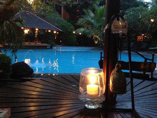 Dusun Jogja Village Inn : イブニングティーとプール