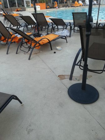 Hard Rock Hotel Palm Springs : spilled drinks and food