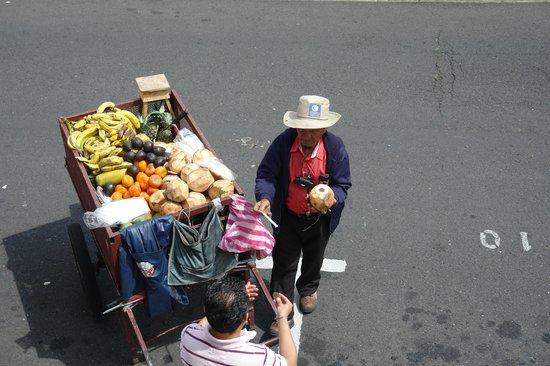 Costa Rica Guesthouse: Vendedor de Frutas