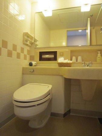 DoubleTree by Hilton Naha Shuri Castle: バスルーム