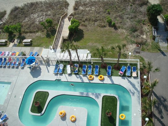 Atlantica Oceanfront Resort : lazy river and grounds