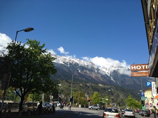 Hotel Innsbruck: outside the hotel - awesome view