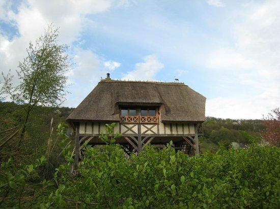 Les Cigognes: Another building