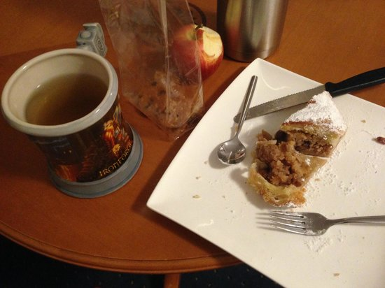 Hotel Innsbruck: apple strudel from the hotel bar