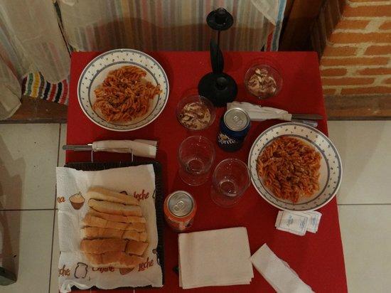 Cabañas Rústicas Tres Joyas: Posibilidad de una riquísima cena en la habitación