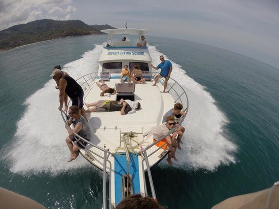 Bophut Diving Tours: Bophut Diving School boat- nice and fast