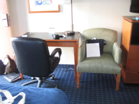 Best Western Mission Bay: Desk for Wifi and Chairs