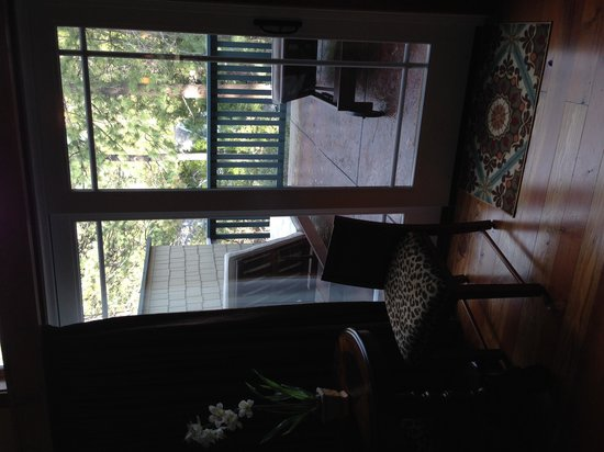 The Grand Idyllwild Lodge: Harmony Suite balcony