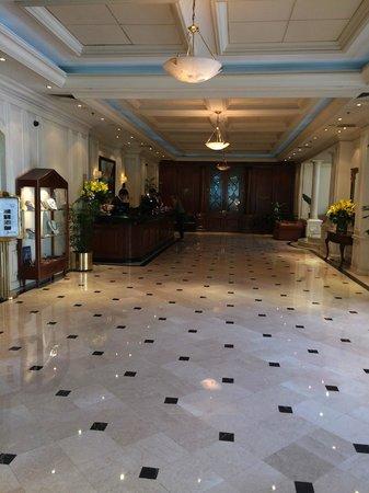 NH Collection Plaza Santiago: Recepcion