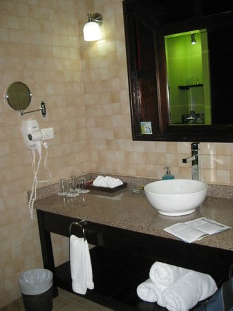 Nayara Hotel, Spa & Gardens: bathroom