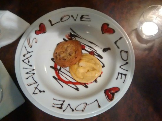 Mike's Cafe & Grille: Cookies with Love