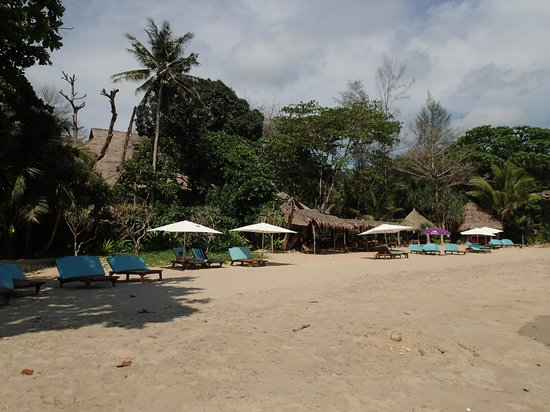 Narima Bungalow Resort : La plage