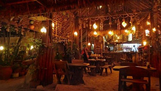 Narima Bungalow Resort: Le bar de l'hotel sur la plage