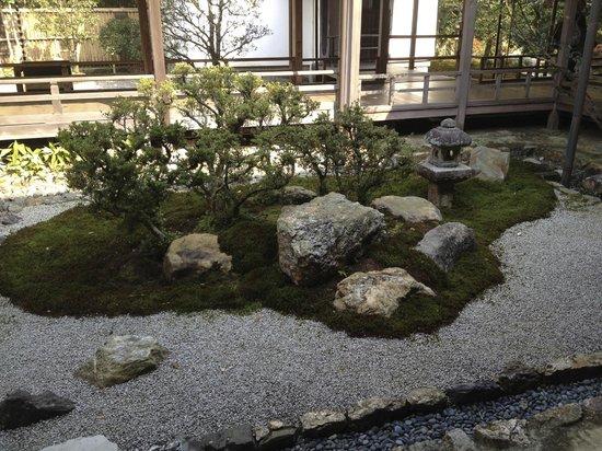 Kyoto Garden Ryokan Yachiyo: Garden outside of dinning room