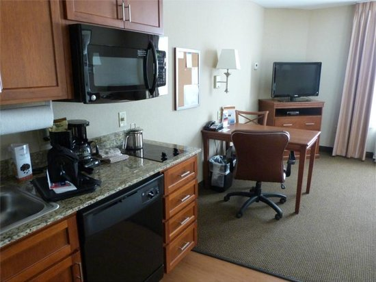 Candlewood Suites Elmira Horseheads: Kitchen in the suite