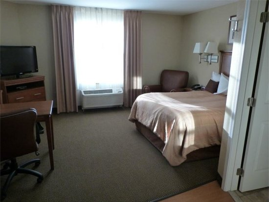 Candlewood Suites Elmira Horseheads: Bedroom of the suite