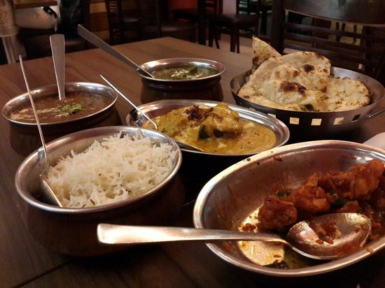 Aromas of India: Gobi Manchurian, dhal makani, palak paneer, garlic naan, jeera rice