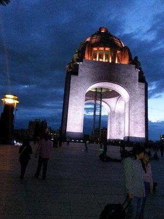 Monumento y Museo de la Revolucion: Otra toma nocturna