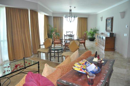 Sandos Cancun Lifestyle Resort: Dining room