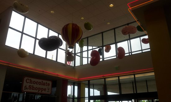 Jelly Belly Factory Tour: Candy Decoration