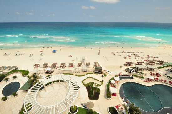 Sandos Cancun Lifestyle Resort: Beach