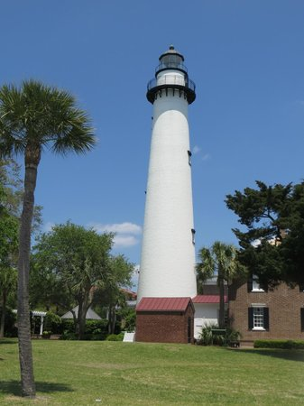 St. Simons Lighthouse Museum: What a Beauty....