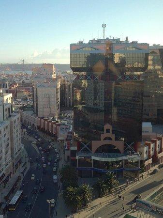 Dom Pedro Lisboa: Centre commercial à côté