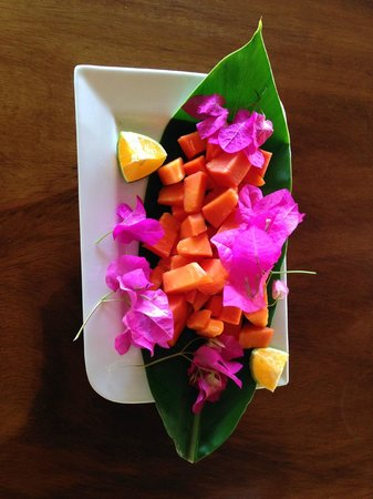 Hacienda Del Sol: Papaya, presented for breakfast with love and flowers