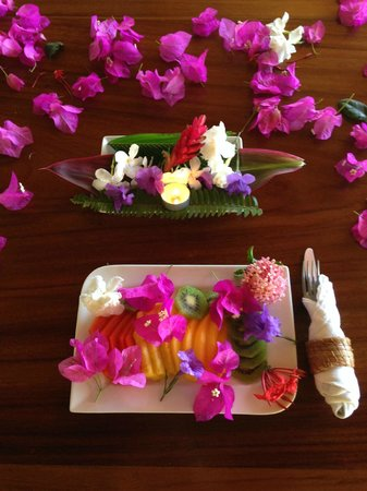 Hacienda Del Sol: My Birthday table prepared with love and flowers!