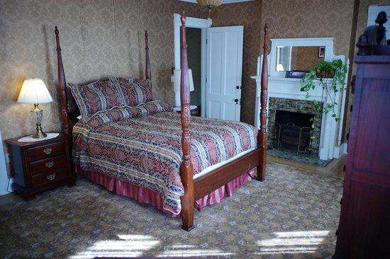The Inn on East Main Street: Edith Wharton Room with Shared Bathroom